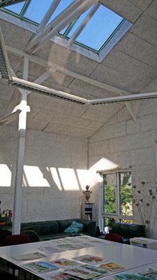 Das Atelier hat viel Raumluft. Foto Max Höppner