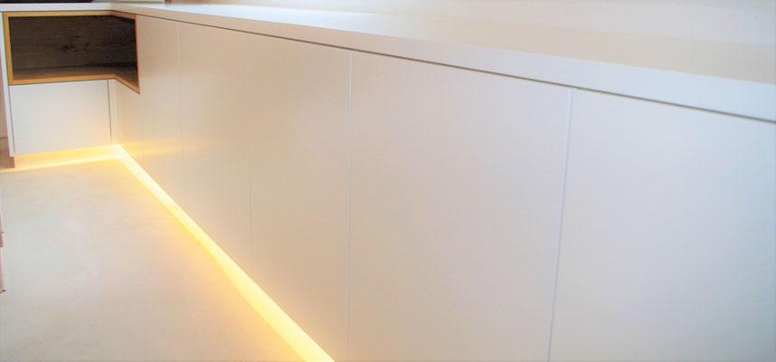 Schlichte Moderne im Homeoffice. Innenarchitekt Rolf Kullmann, Atelier Feynsinn Köln
