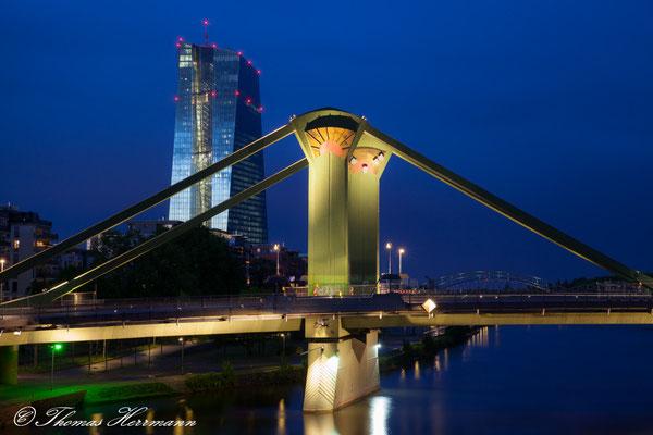 Flößerbrücke und EZB Frankfurt a.M.
