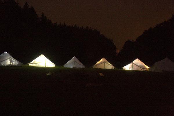 """Zeltlager 2017 (""""Zeitreise"""") - Abendstimmung im Zeltlager (©KjG Weilheim)"""