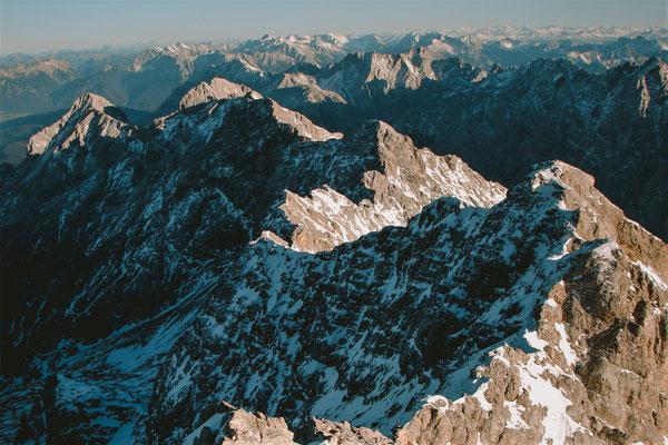 Blick von der Zugspitze auf den Jubiläumsgrat im Dezember 2006 © Fritz Miller
