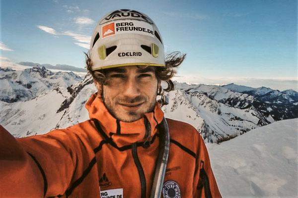 Am Gipfel des Himmelhorns nach der Solo-Winterbegehung des Rädlergrates © Fritz Miller