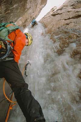 Im Eisfall-Kamin der Route Exocet © A. Bergau