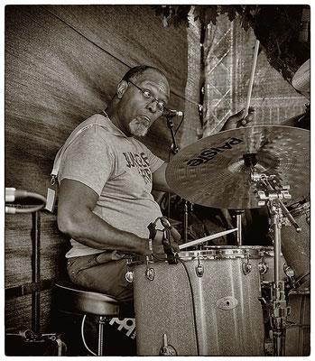 Sam Kelly / Drum