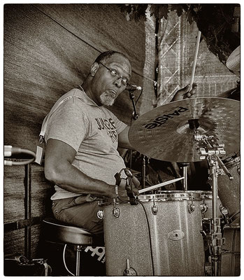 Sam Kelly / Drum