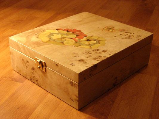 Géranium - boite en marqueterie - atelier Eclats de bois - Isère