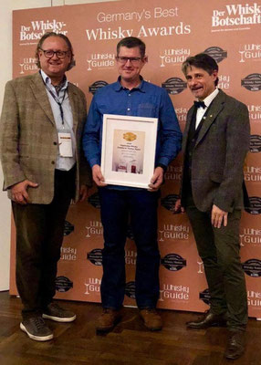 v.l.n.r.: Christian H. Rosenberg (Herausgeber des Whisky-Botschafters), Thomas Sippel (Master Distiller), Heinfried Tacke (Chefredakteur des Whisky-Botschafters)