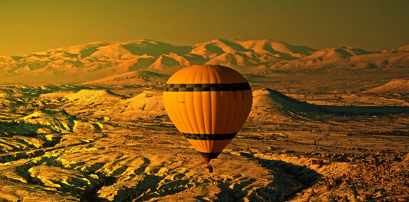 Balloons over Cappadocia iV(Türkei-2017.03.19) - © 2017-03 by Richard von Lenzano