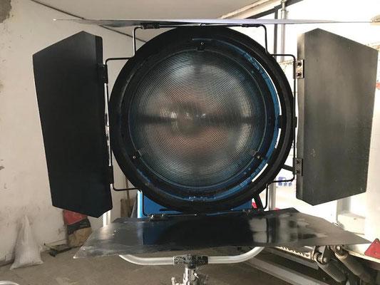 Puhlmann Cine - ARRI Daylight Fresnel 18/12 kW with electronic ballast