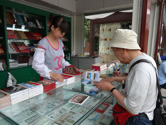 兵馬俑は大型の観光地となっており、ここでも切手とポストカードを大量購入。