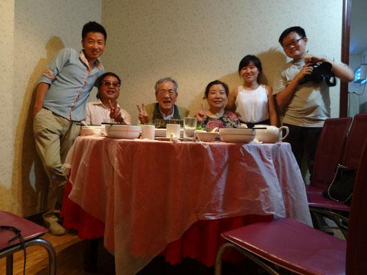 初日はペイペイの家族に中華をふるまっていただいた。
