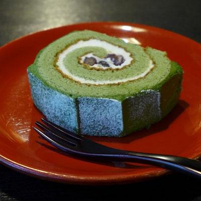 抹茶ロールケーキ(450円税込)