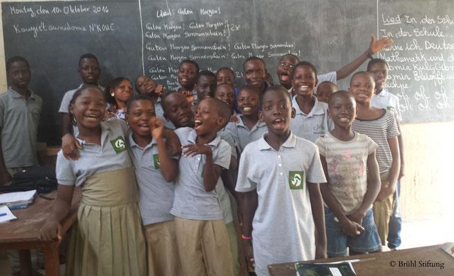 Spaß am Unterricht beim Deutsch-Kurs der Brühl Stiftung in Bénin (Westafrika)