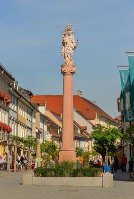 Murnaus gute Stube, die Fußgängerzone mit Mariensäule