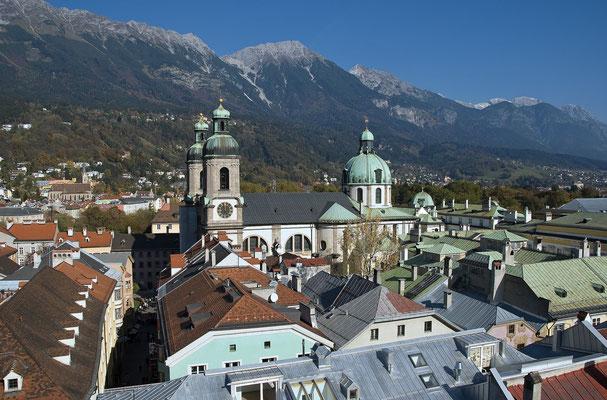 Innsbruck, die Landeshauptstadt von Tirol, ist nur 1 Stunde entfernt