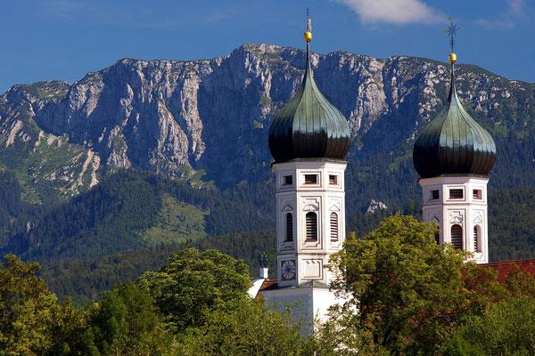 Kloster, Berge, Kunst, Kultur und Natur spielen in Benediktbeuren eine große Rolle