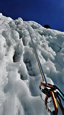 L3, particulièrement sculpté! Glacenost, cascade de glace Haute-Maurienne