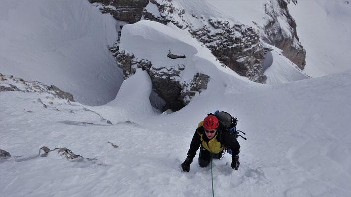 Michel au-dessus des Arches Inter Ferrantes - Grand Ferrand / Dévoluy / Guide de Haute Montagne