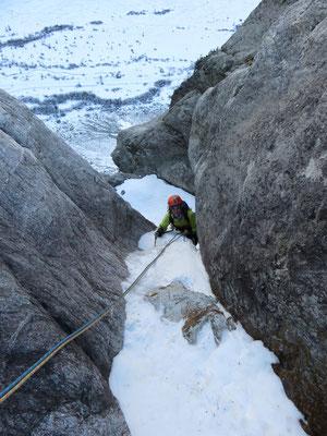 Dernière longueur de glace pour contourner le bloc coincé.