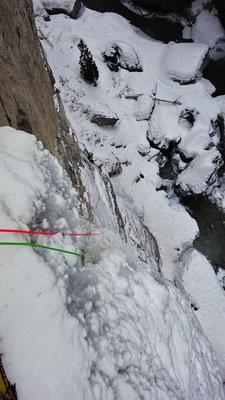 Nico à la sortie du dry, Sarret-c't'un jeu, gorge de Glacenost, cascade de glace Maurienne