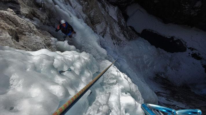 Clem au second relais, Glacenost, cascade de glace Haute-Maurienne