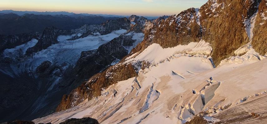 Lever de soleil sur le glacier de l'Ailefroide - Arête de Coste Rouge