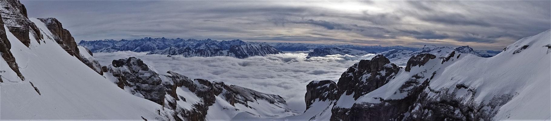 Petite vue sur les Écrins - Grand Ferrand / Dévoluy / Guide de Haute Montagne