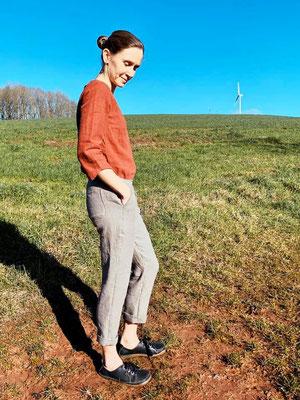 Leinenhose von @girafanten, kombiniert mit einer Bluse Robinia