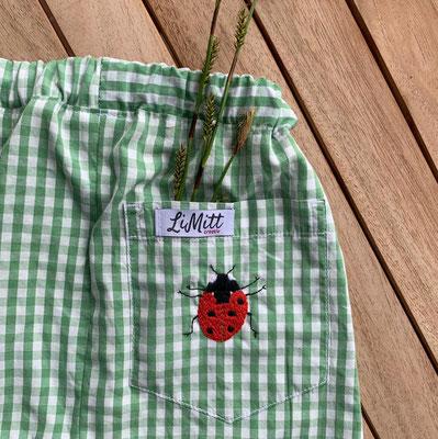 ... Marienkäfer auf einer Kinderhose (Upcycling aus einem Herrenhemd), von @limittcreativ