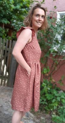 Kleid Acacia, mit Rüsche und mit Druckknöpfen, von @zwiebelzwirn