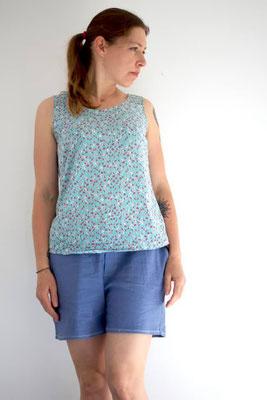 Bluse Sambucus von @kinder-im-garten, kombiniert mit den Larix-Shorts
