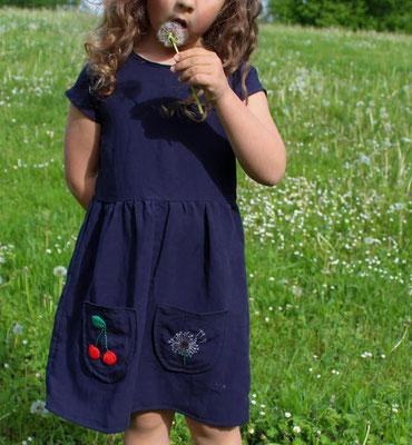 ... Kirsche und Pusteblume, auf das Kleid LISABETH gestickt, von @kamajelat