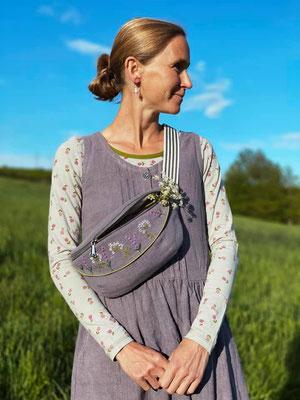 ... Lavendel- und Wilde-Möhre-Motiv, gestickt von @girafanten