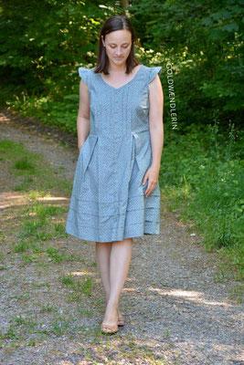 Kleid von @goldwaendlerin, mit Kellerfalten, Biesen und Ärmelrüsche