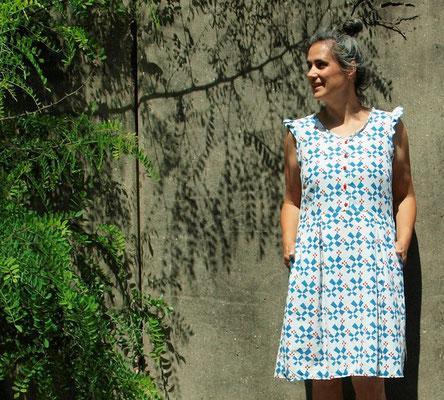 Kleid ACACIA mit Kellerfalten und Ärmelrüsche, von @spielraum.cologne