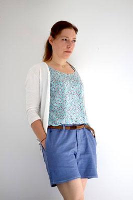 LARIX-Shorts von @kinder_im_garten , kombiniert mit der Bluse Sambucus