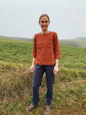 Leinenhose von @girafanten, kombiniert mit der Bluse Robinia