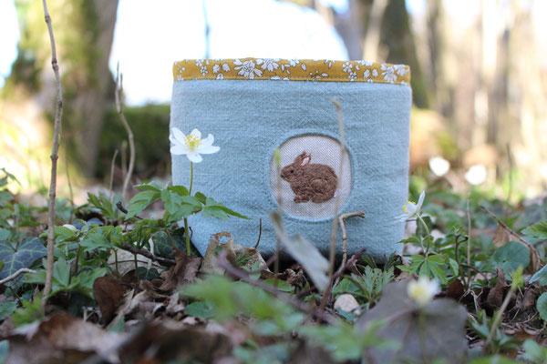 ... Osterkörbchen mit gesticktem Häschchen, von @happy.fabrics