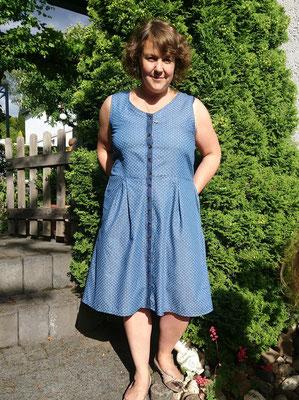 Kleid Acacia, mit farblich abgesetzter Knopfleiste und Kellerfalten, von @kamajelat