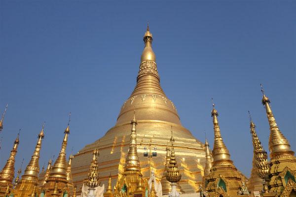 Pagode Shwedagon au lever du soleil