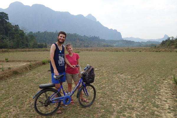 Excursion à vélo au cœur des paysages karstiques de Vang Vieng