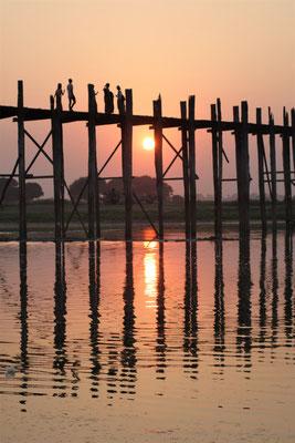 Pont U-Bein au coucher du soleil