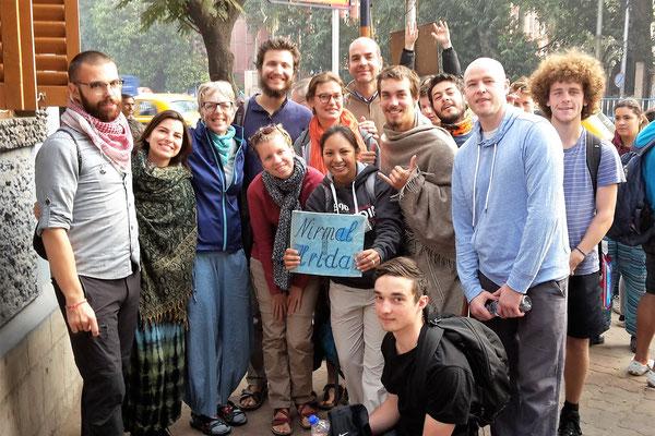 Départ des volontaires pour Kalighat, le mouroir de Calcutta