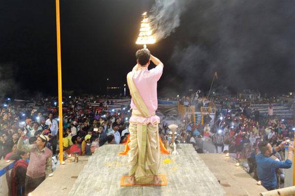 Cérémonie hindoue au bord du Gange