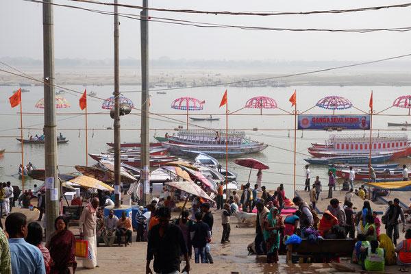 Arrivée au bord du Gange, LE fleuve sacré pour les hindous