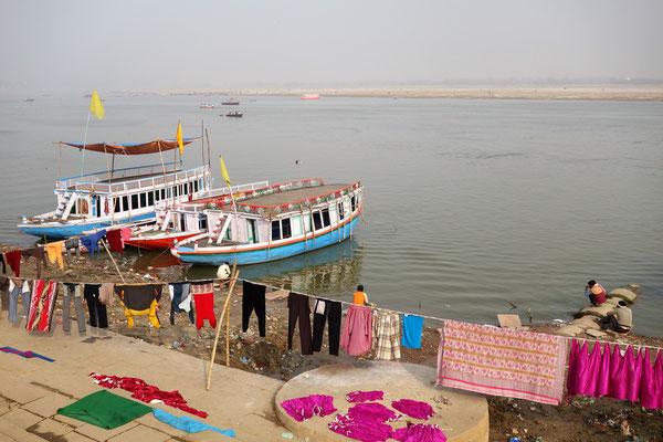 On fait son linge au bord du Gange...