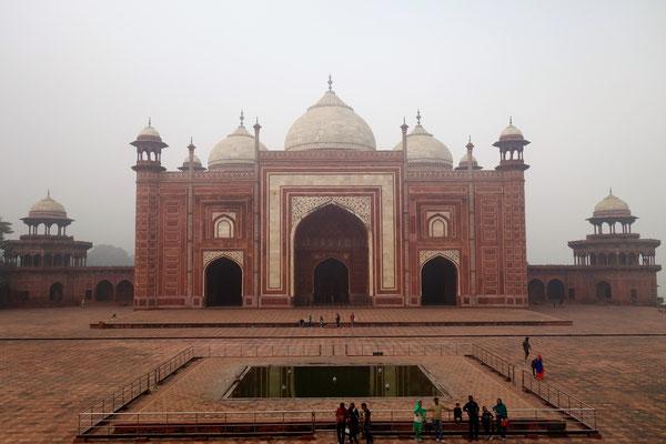 Taj Mahal - Mosquée symétrique au petit mausolée