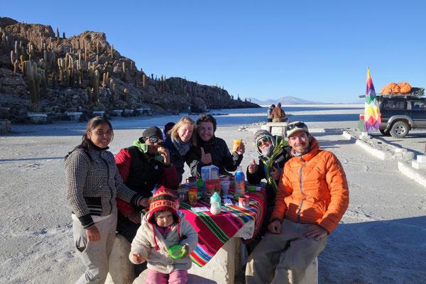 Salar d'Uyuni - Petit-déjeuner sur le Salar...