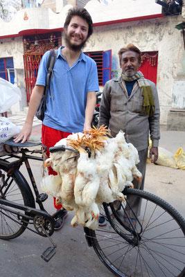 Marché aux poulets - Le nouveau job d'Etienne