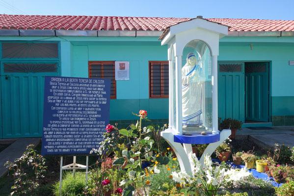 Prière & statue de Mère Teresa